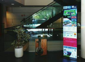Tótem con información de empresas ubicadas en el edificio M3 del parque científico de la Universidad de Salamanca
